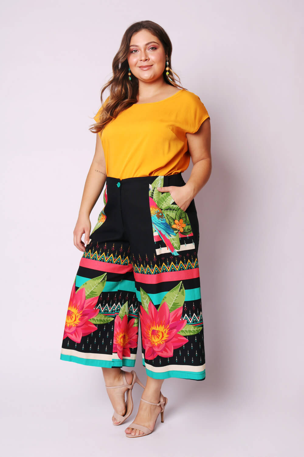 pantacourt_plus_size_estampada_arara_colore_preto_19333_1_20200901083212