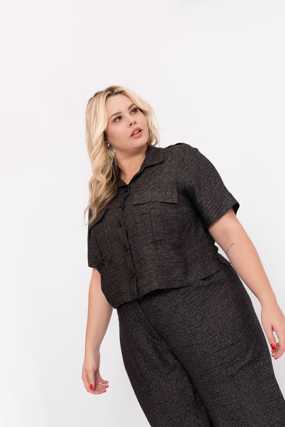 P106_6_Camisa_Plus_Size_Mc_Cropped_Tweed_Utilitaria_PRETO_2