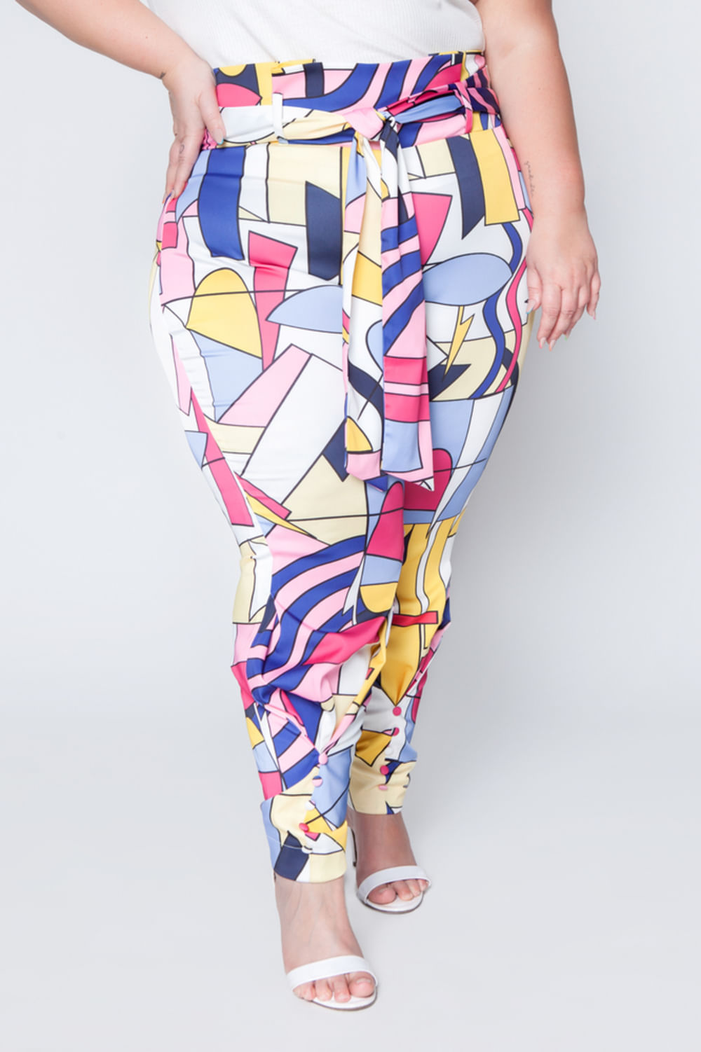 006_Calca_Clochard_Plus_Size_Estampada_Rosa_2