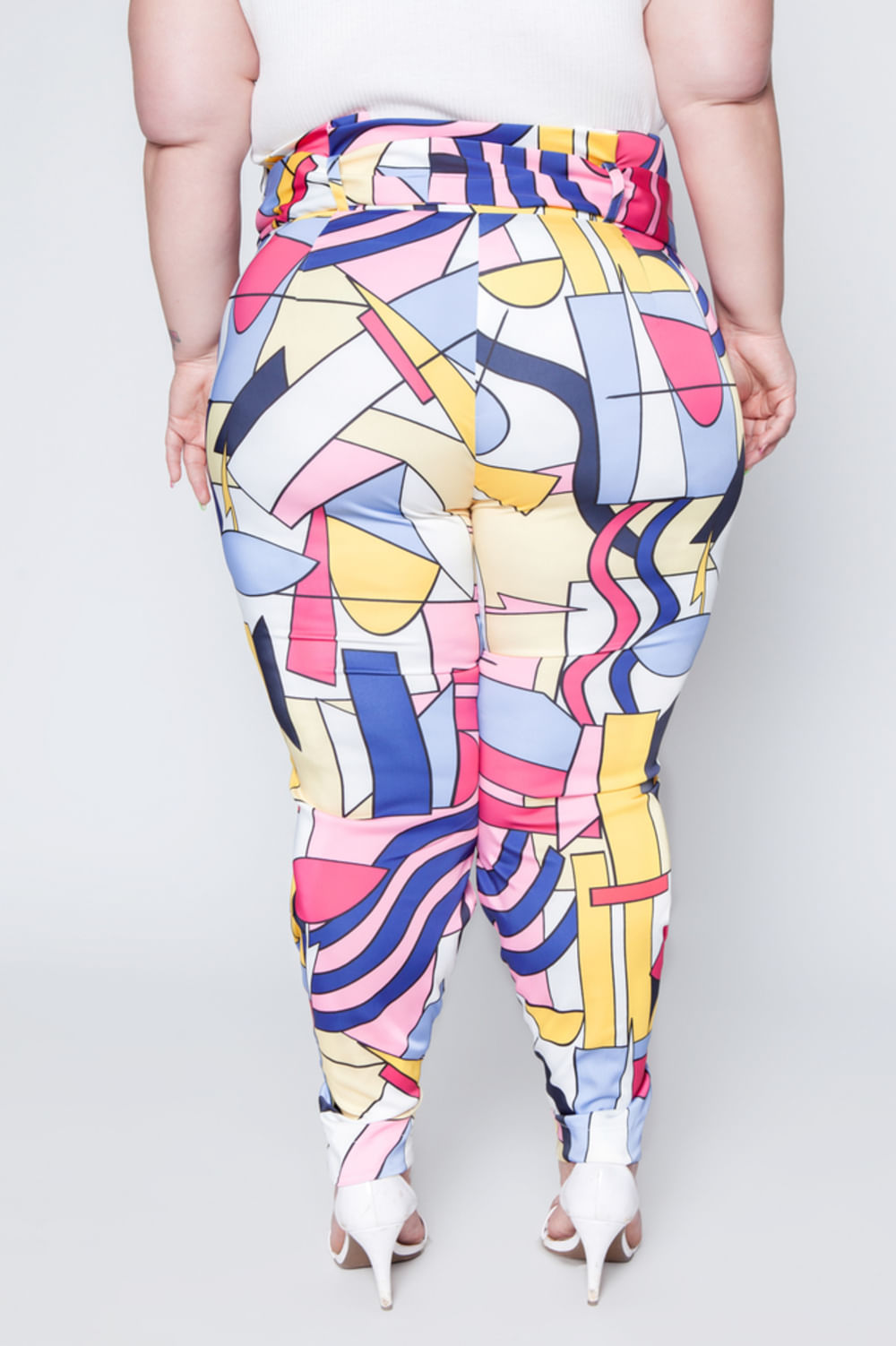 006_Calca_Clochard_Plus_Size_Estampada_Rosa_4